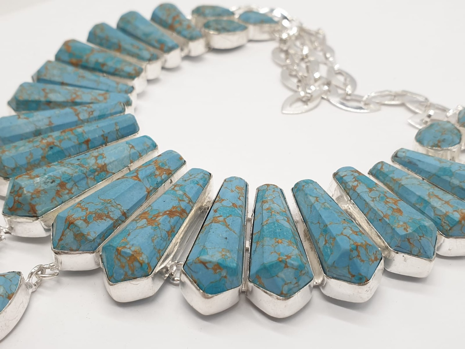 A Pharaonic style necklace and earrings set with light brown-gold veined turquoise obelisks and - Image 4 of 24