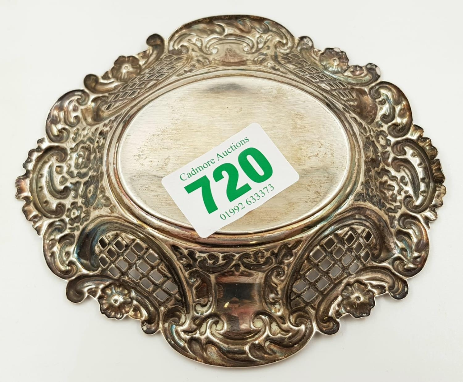 A sterling silver decorative Bon Bon dish. Made in Birmingham. Total weigh is 80g. - Image 2 of 2
