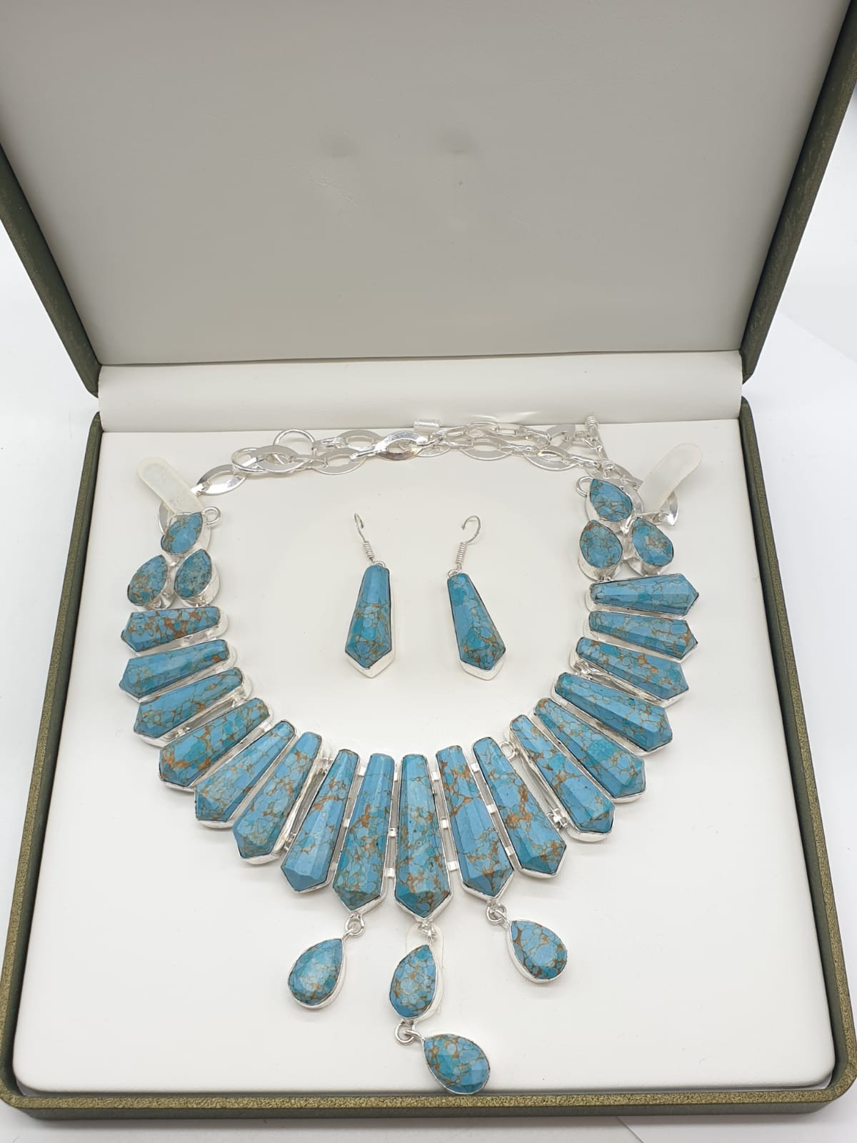 A Pharaonic style necklace and earrings set with light brown-gold veined turquoise obelisks and - Image 19 of 24