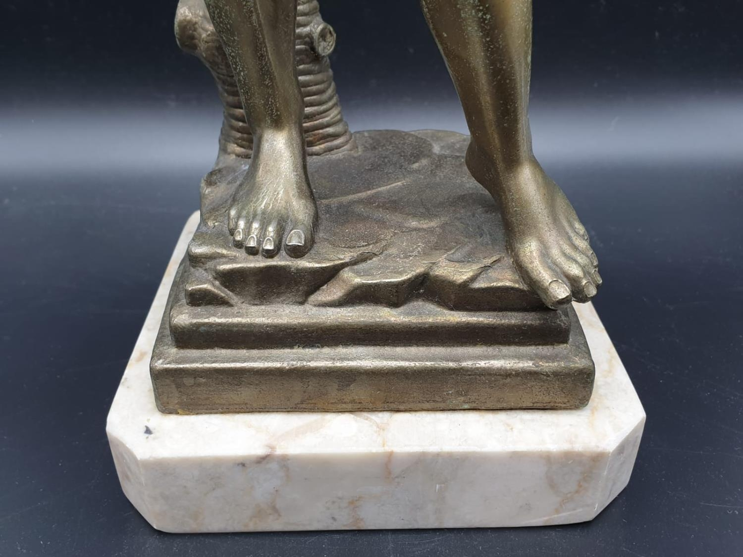 A Statue of Michelangelo's David in Brass on a Marble Base 40cms Tall 3.6kg - Image 9 of 9