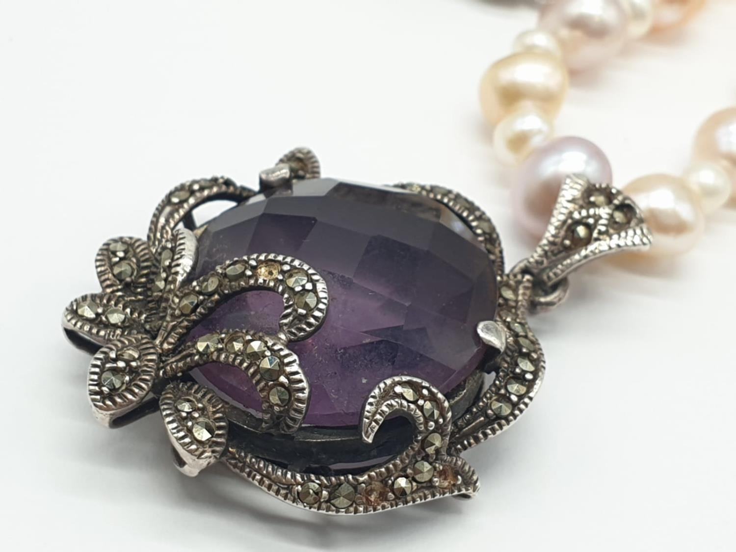 Amethyst and Marcasite NECKLACE with Freshwater Pearl and Silver setting. 40g 44cm - Image 3 of 8
