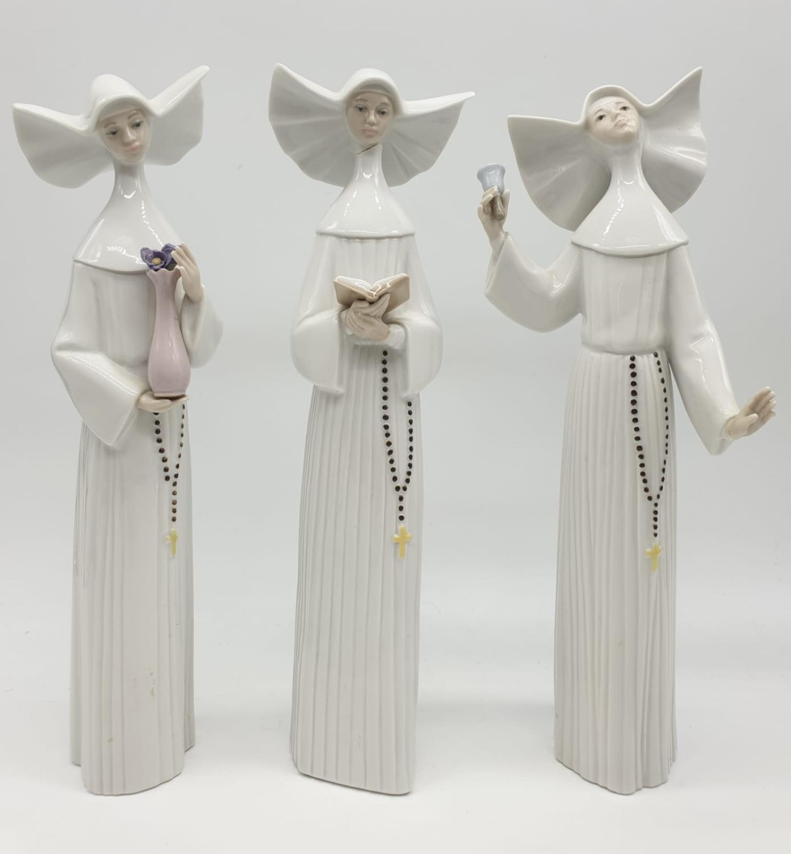 Set of 3 Lladro nuns. 26cm tall.