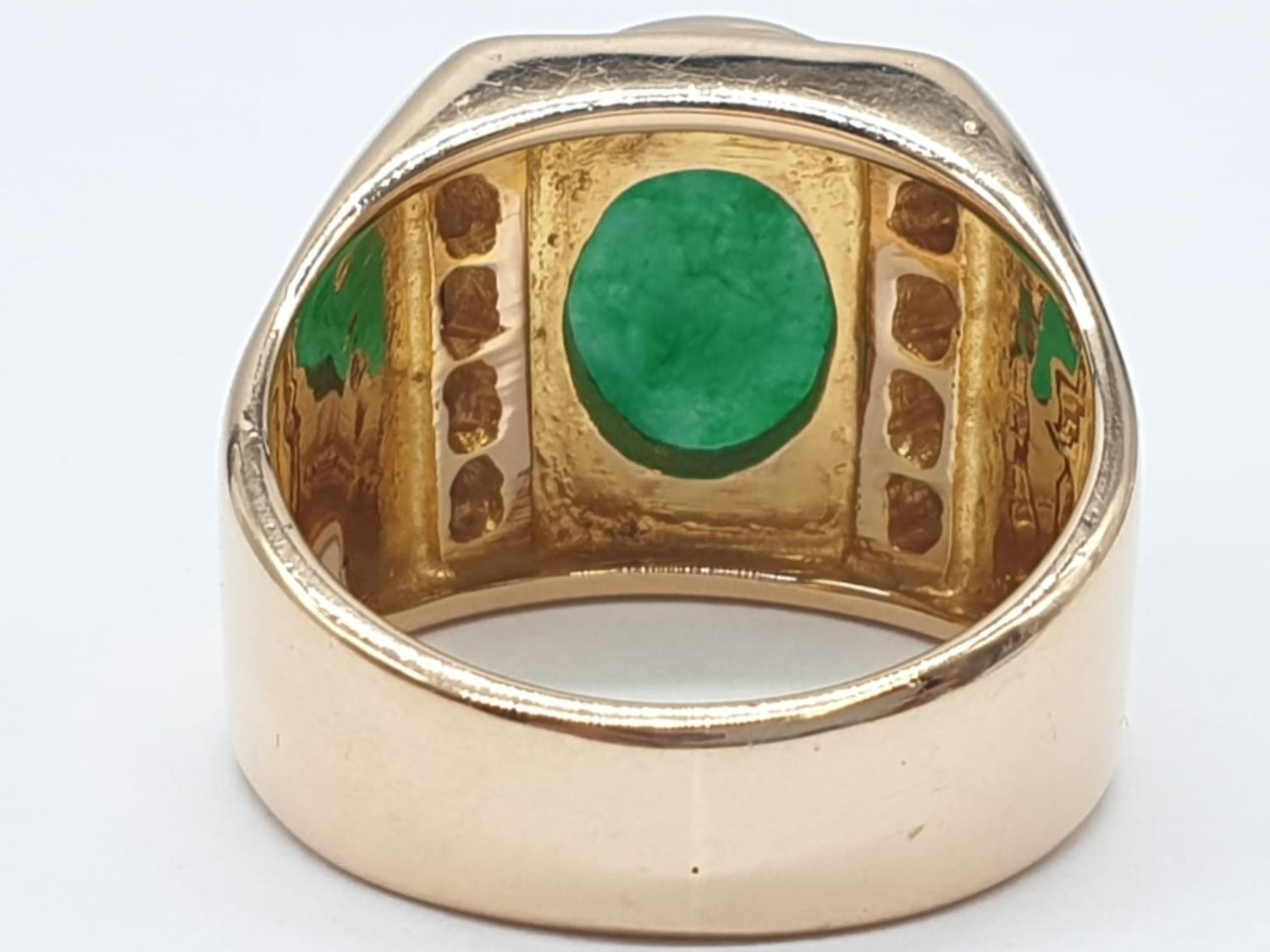 18ct Gold ring with natural jade stone and diamond shoulders. 16.2g total weight and size R. - Image 6 of 8