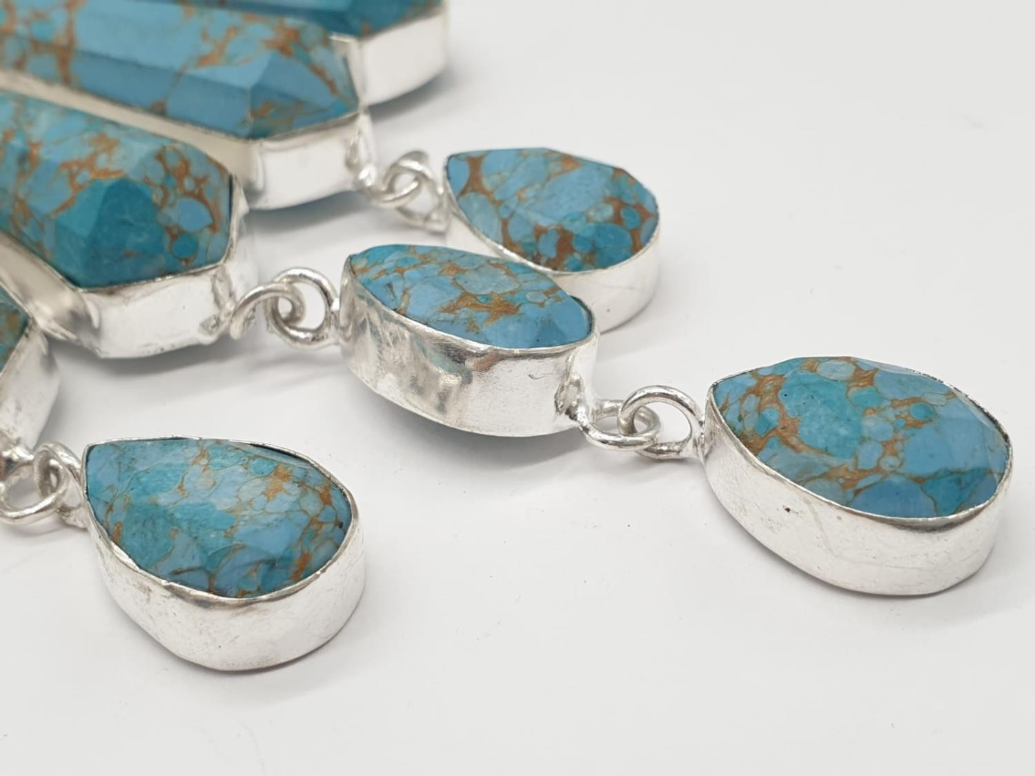 A Pharaonic style necklace and earrings set with light brown-gold veined turquoise obelisks and - Image 9 of 24