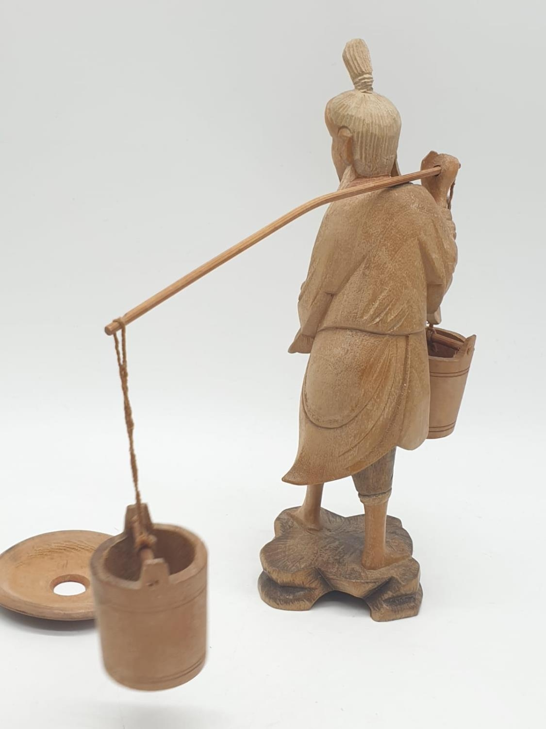 Hand carved wooden figure a Chinese pedlar. 20cm tall. - Image 4 of 7