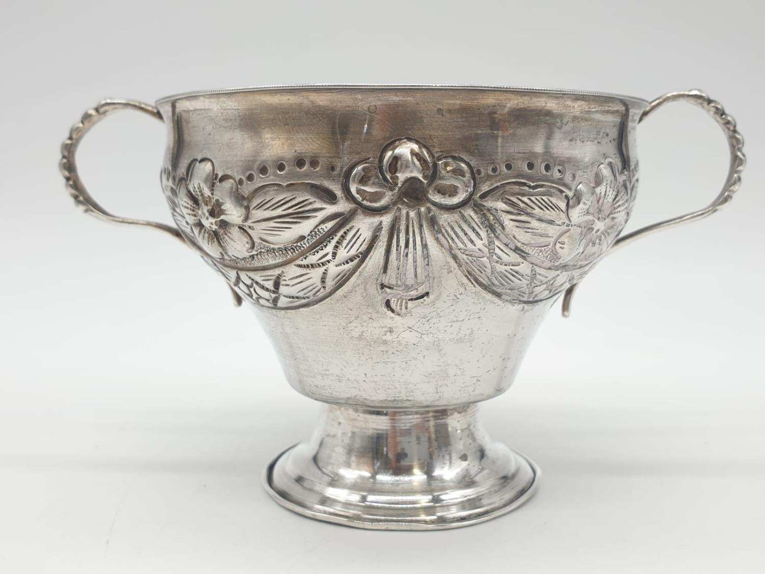 Silver CHALICE with handles. Hand decorated 8cm tall 9cm diameter. 129g - Image 2 of 7