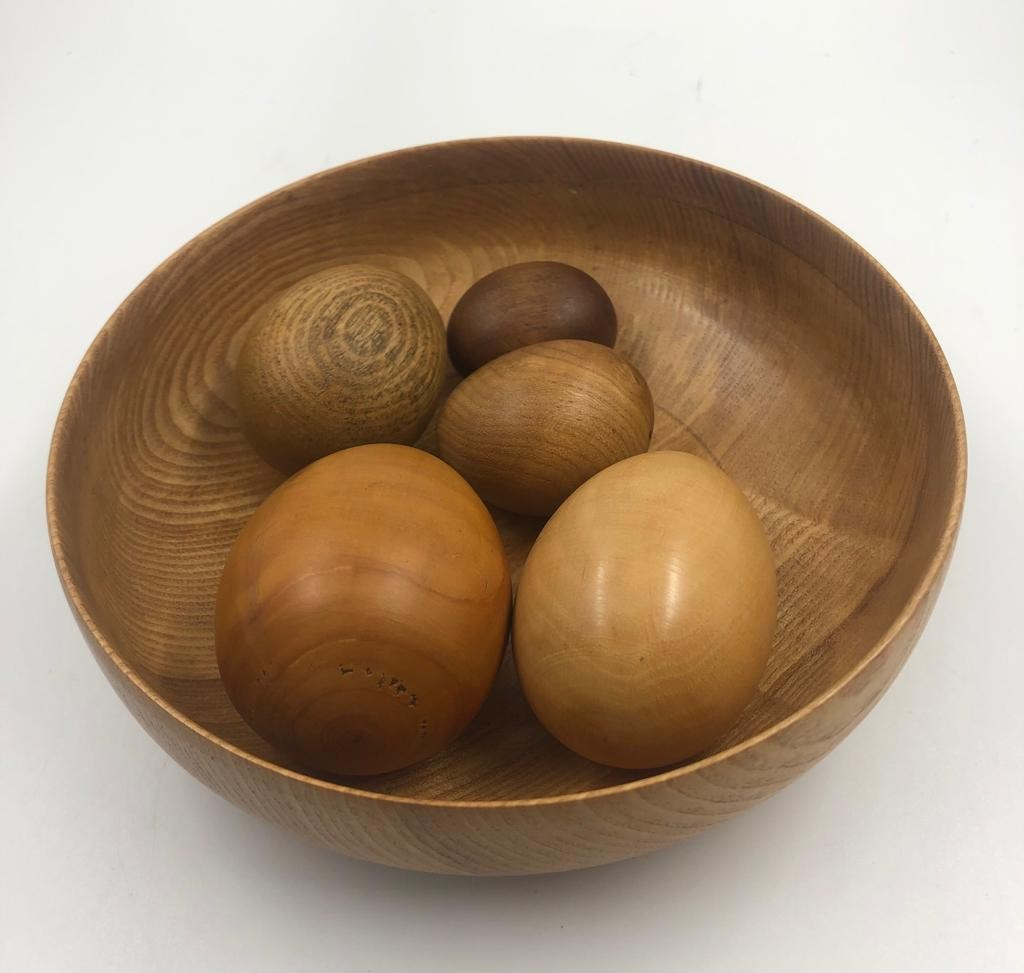 Gorgeous collection of 5 different types of WOODEN EGGS in a small wooden bowl. 17cm diameter.