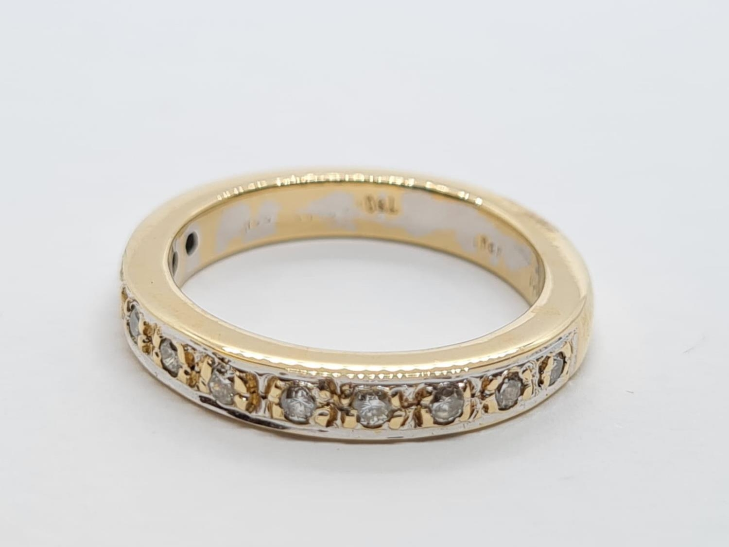 18ct Gold and Diamond Eternity RING. 5.2g Size K/L - Image 2 of 3