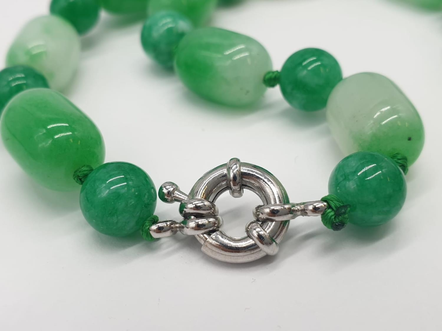 Jade necklace, weight 54g and 42cm long approx - Image 4 of 4