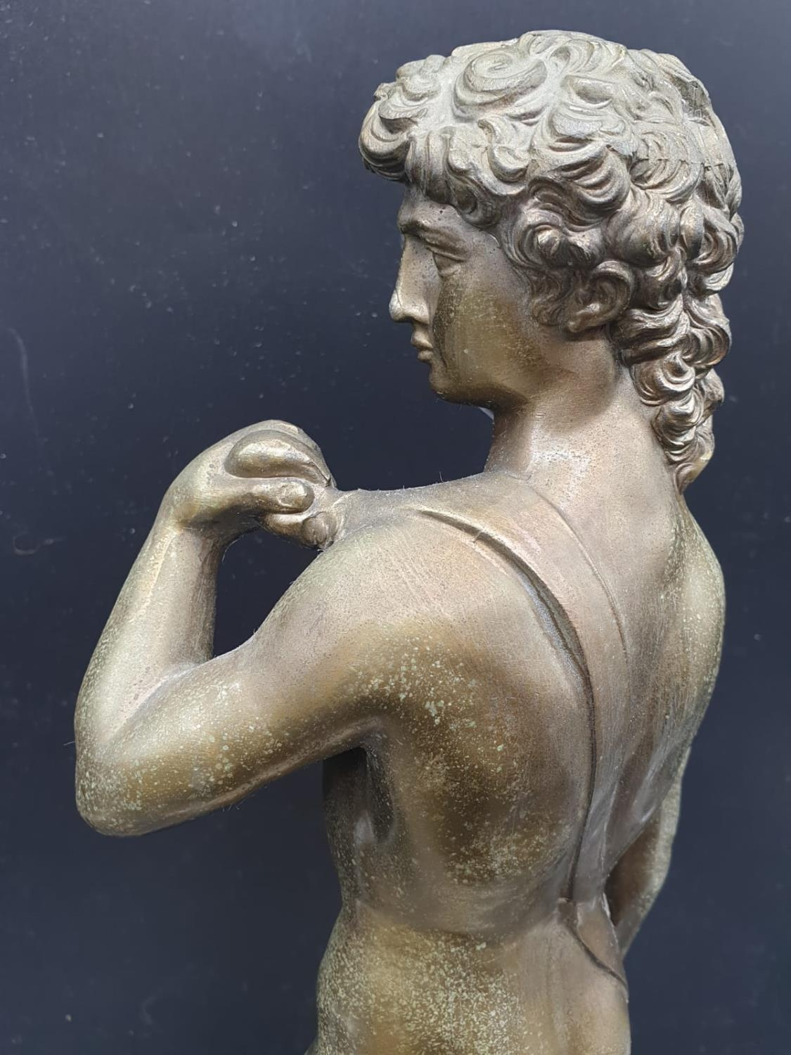 A Statue of Michelangelo's David in Brass on a Marble Base 40cms Tall 3.6kg - Image 5 of 9