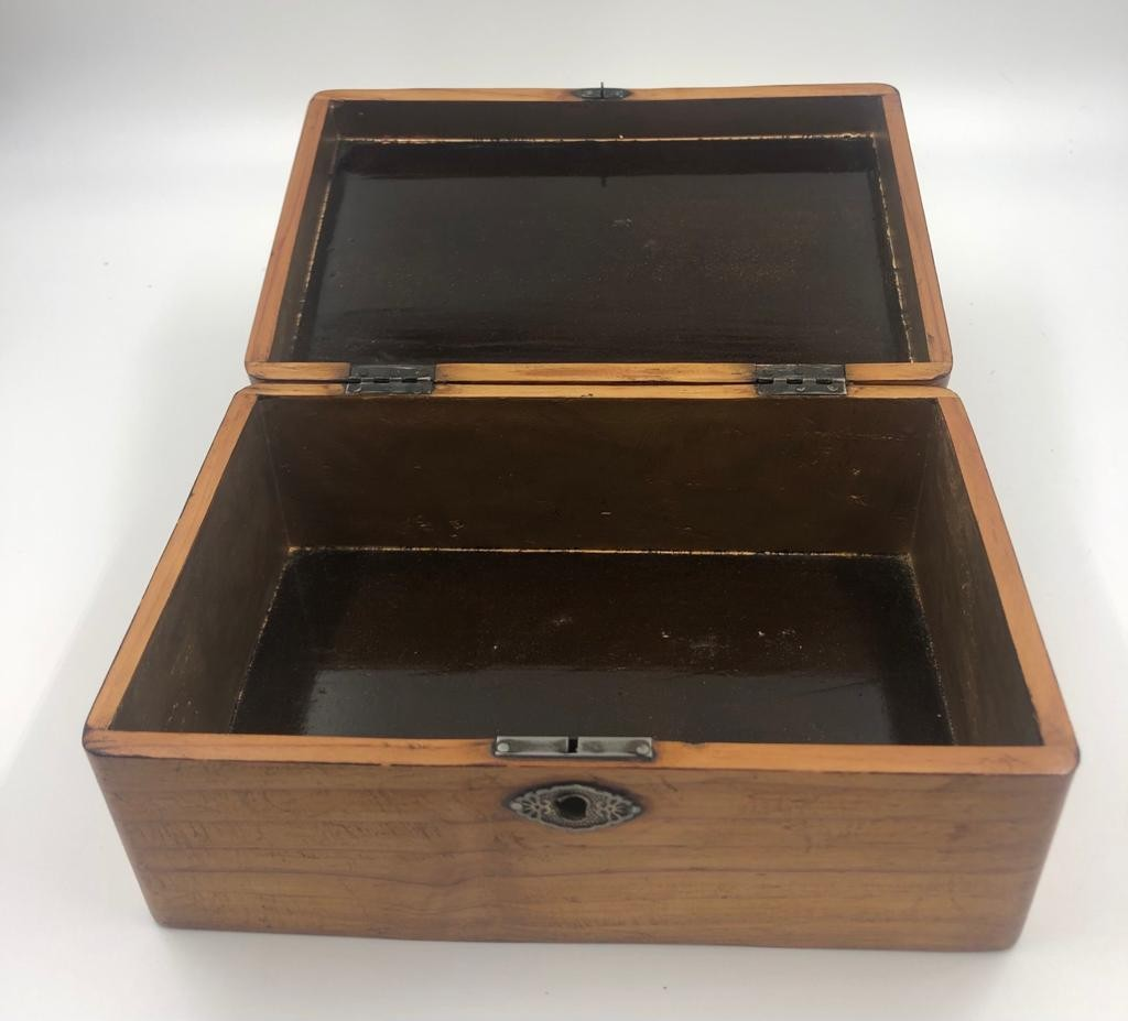 3 x small STORAGE OAK BOXES, different sizes.. 19, 21 and 23 cm lengths. - Image 3 of 4