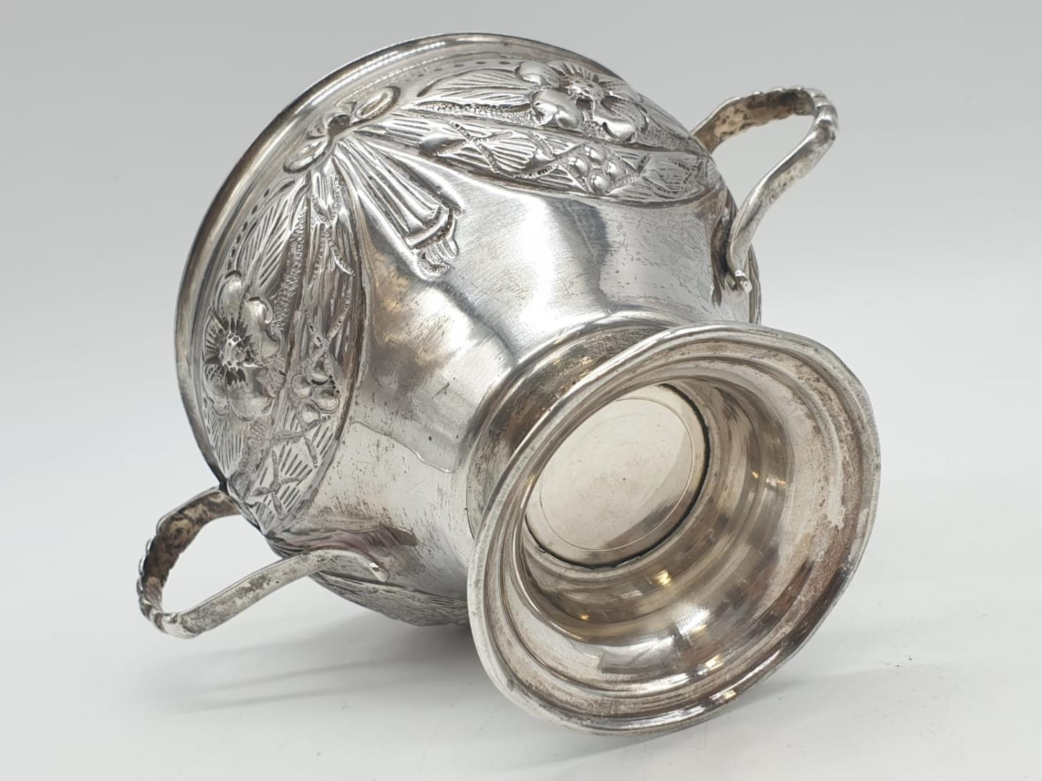 Silver CHALICE with handles. Hand decorated 8cm tall 9cm diameter. 129g - Image 7 of 7