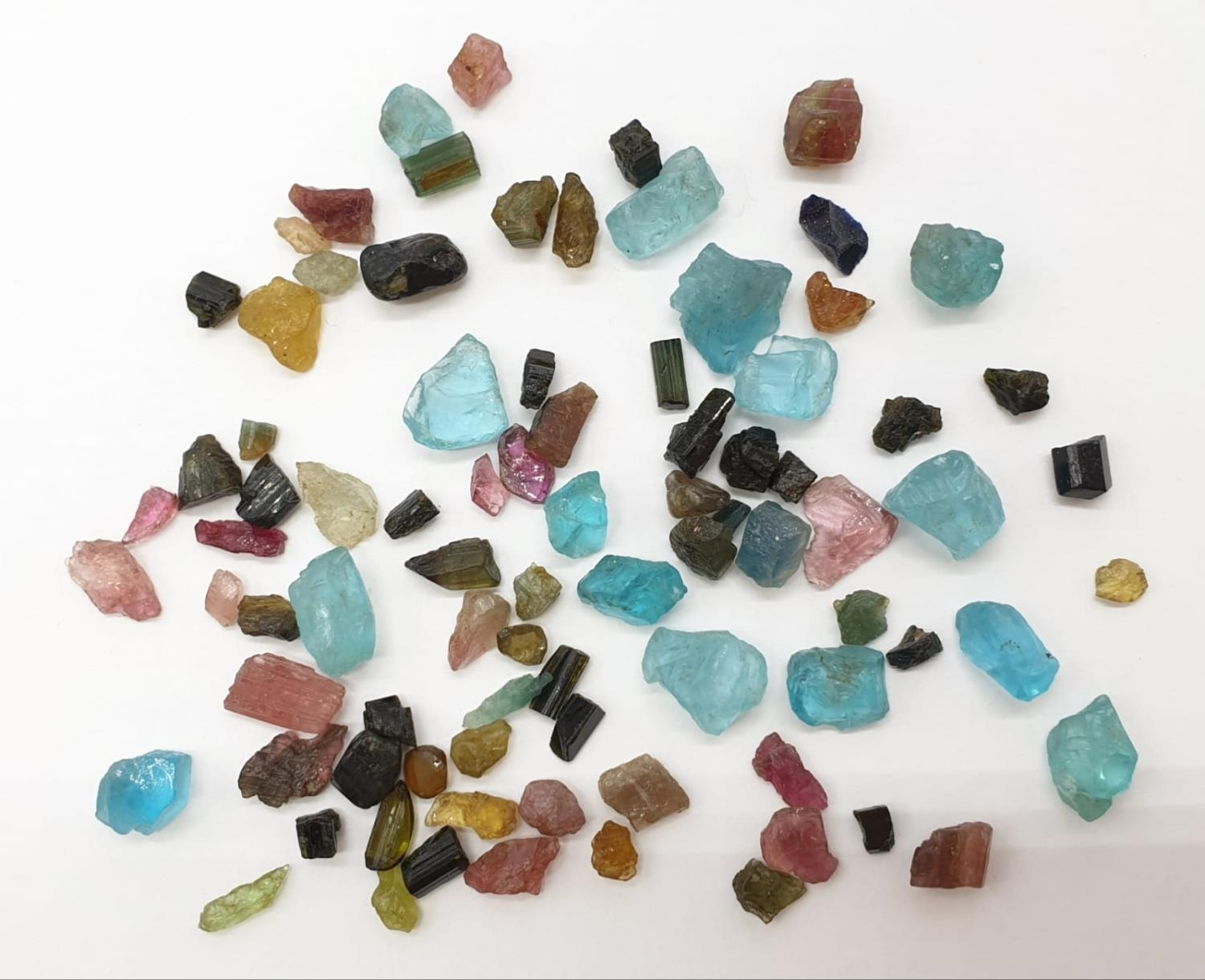 62cts rough tourmalines and apatite gemstone - Image 3 of 3