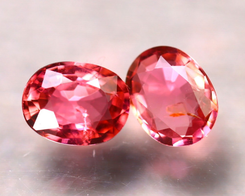 PAIR OF NATURAL TOURMALINE - MOZAMBIQUE - 1.86 Cts - Certificate GFCO Swiss Laboratory - Image 2 of 3
