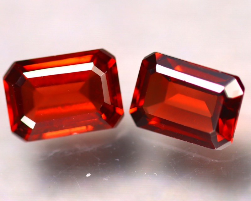 PAIR OF NATURAL SPESSARTITES - NAMIBIA - 2.06 Cts - Certificate GFCO Swiss Laboratory - Image 2 of 3