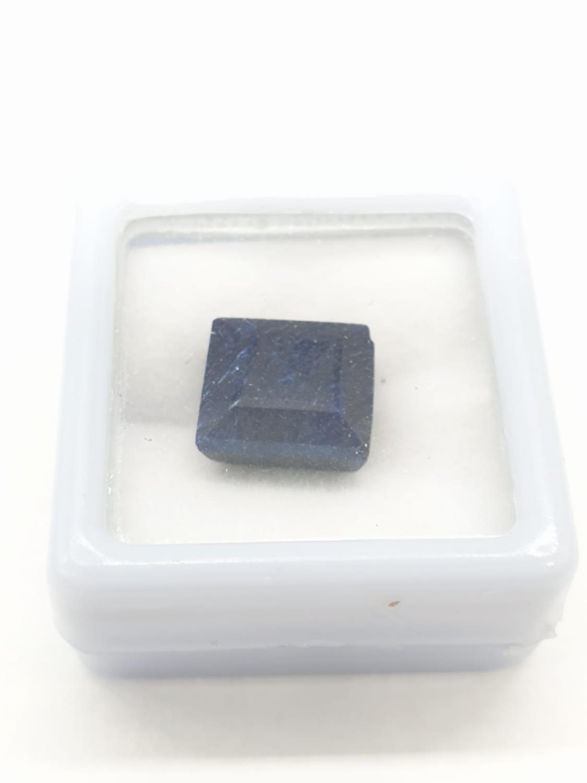 9.30 Cts Natural blue sapphire. Square cut stone. Small chip to one corner. GLI certification