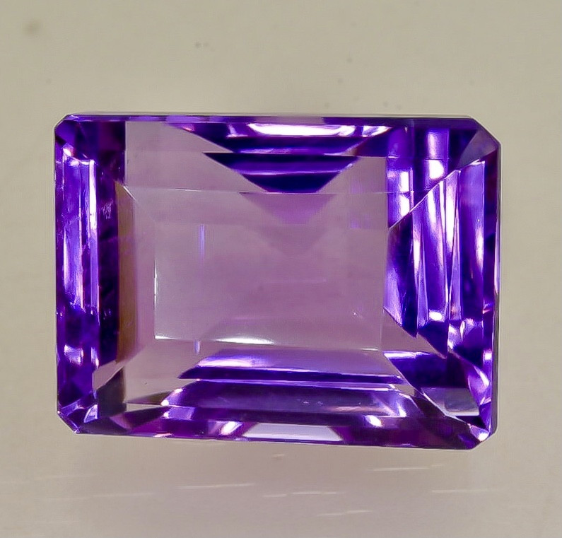 NATURAL AMETHYST - BRAZIL - 21.39 Cts - Certificate GFCO Swiss Laboratory