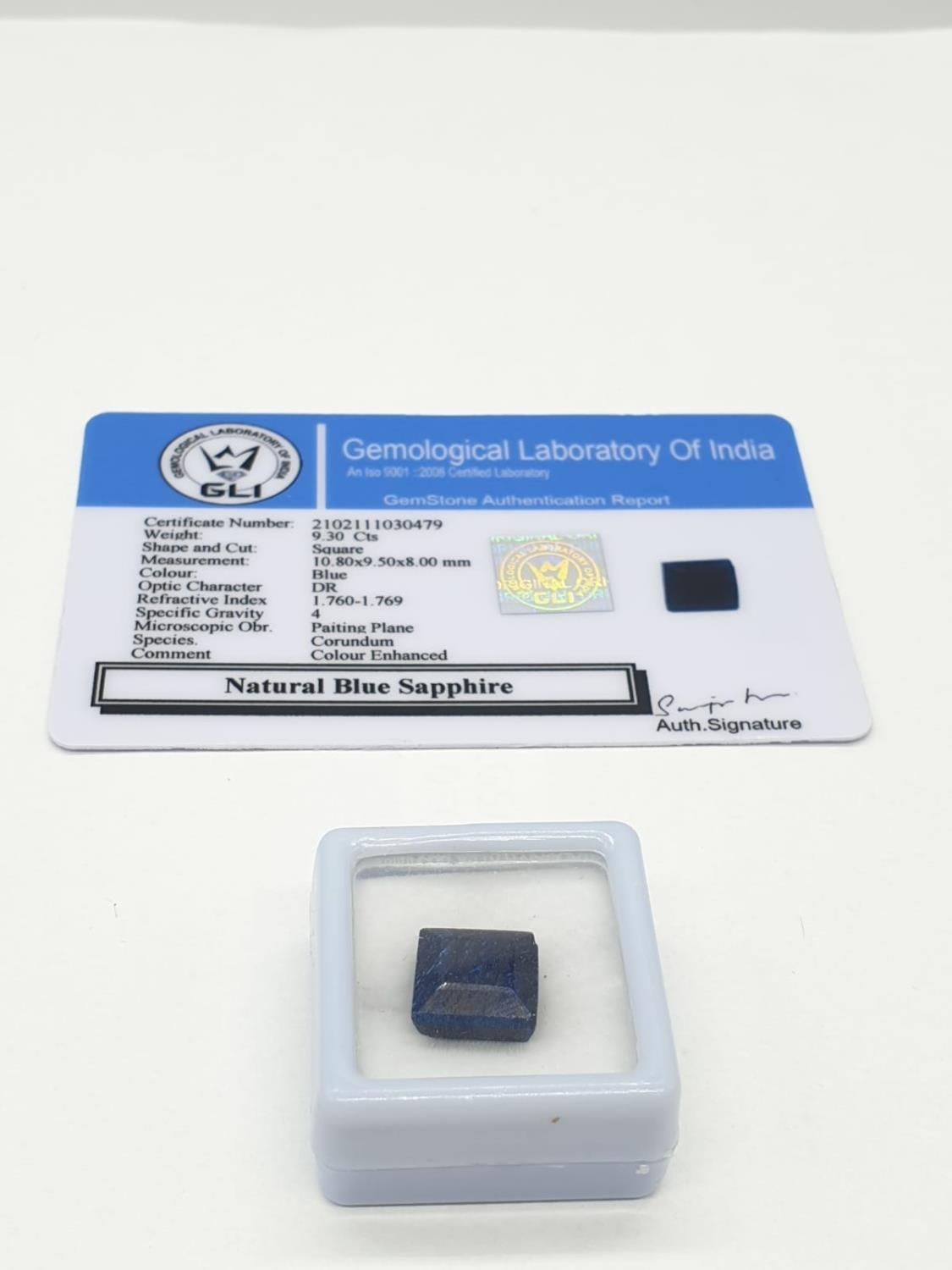 9.30 Cts Natural blue sapphire. Square cut stone. Small chip to one corner. GLI certification - Image 2 of 2