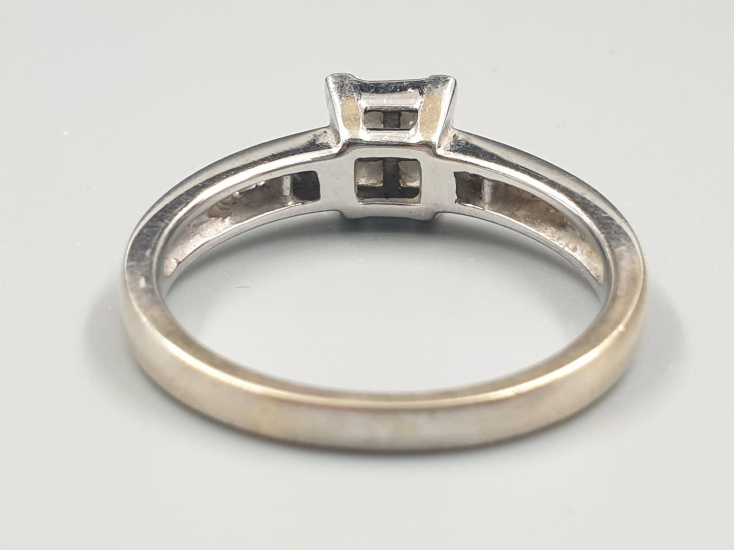 18K WHITE GOLD DIAMOND CLUSTER RING APPROX 0.45CT DIAMONDS WEIGHT 4.5G SIZE Q - Image 4 of 6