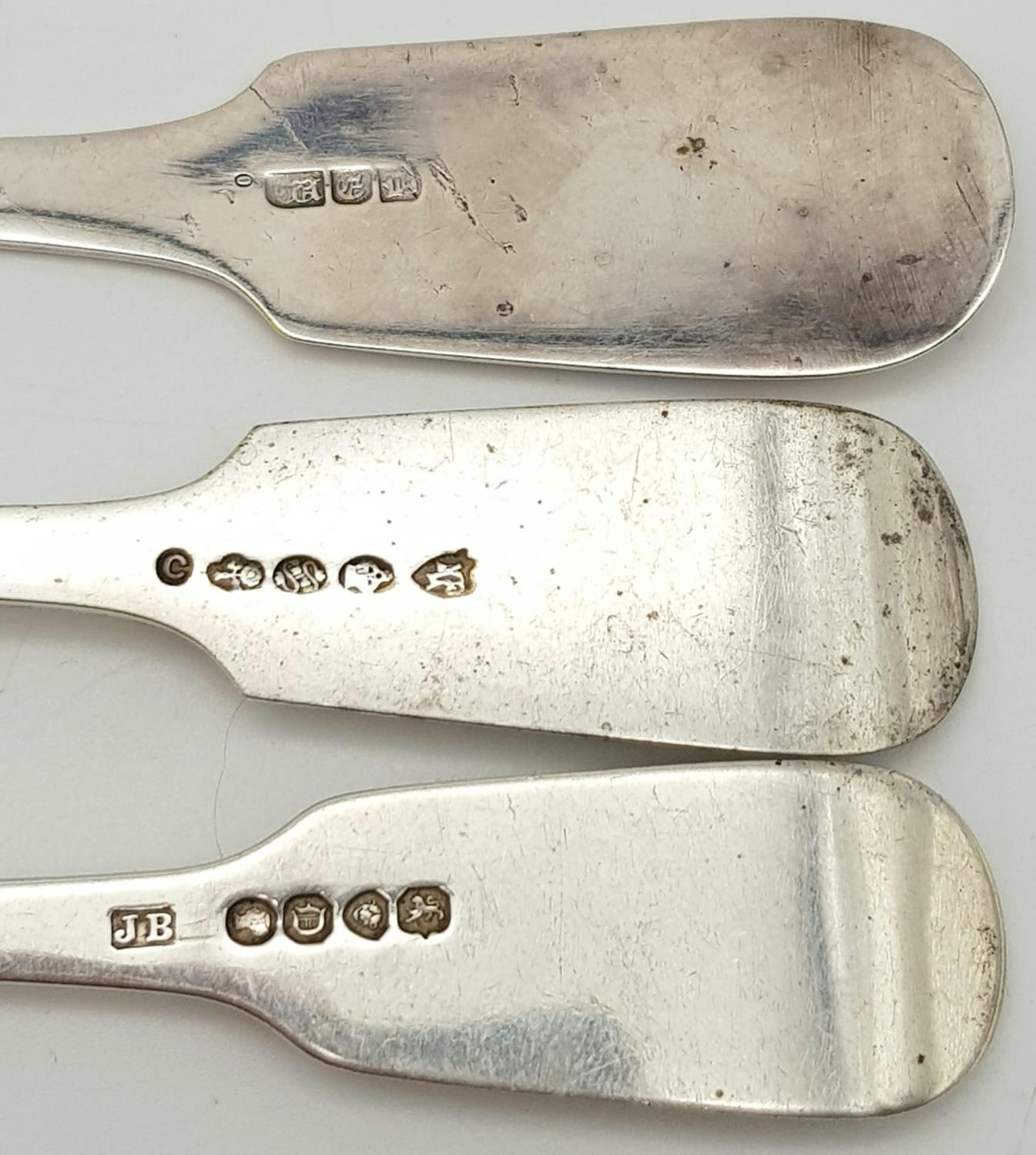 2x Victorian monogramed forks plus fish slide (3) Total weight 266.8g - Image 4 of 5