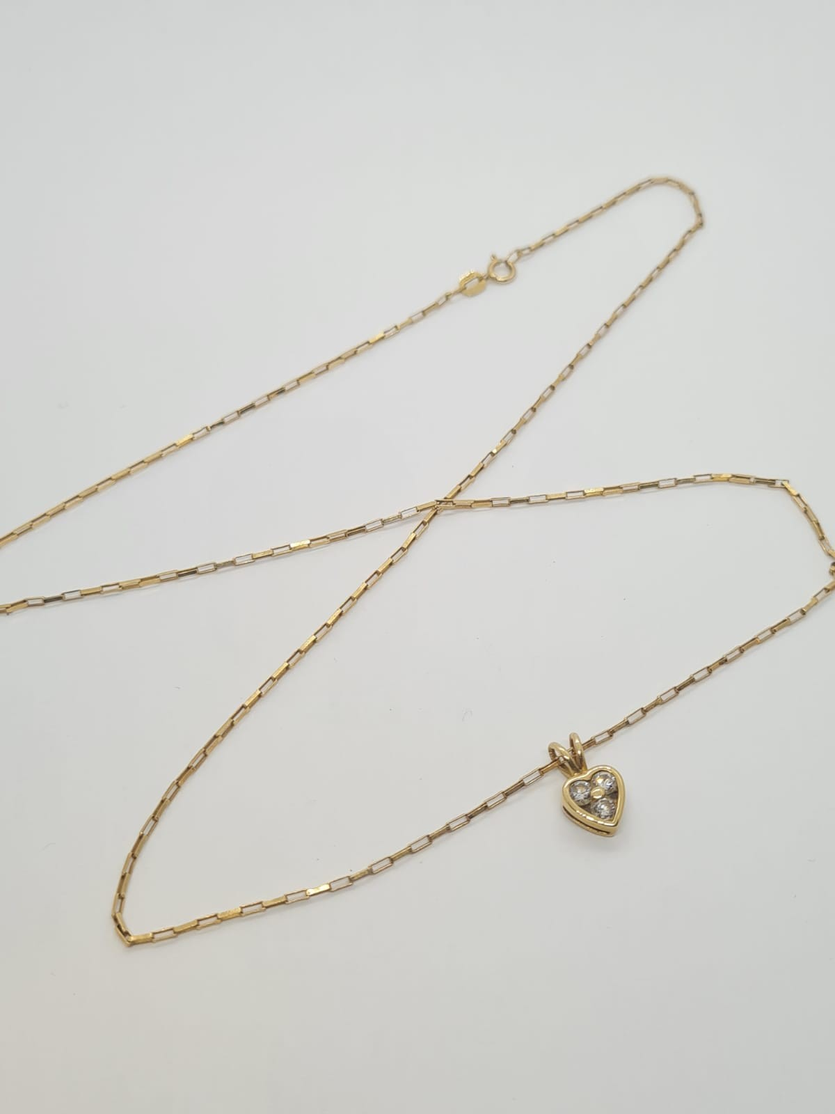 9k Yellow gold DIAMOND SET HEART PENDANDT ON A 52cm long linked box CHAIN, weight 2.5G and approx - Image 3 of 3