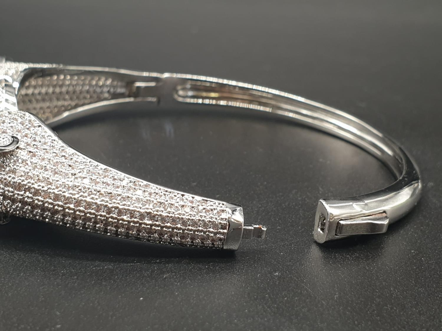 A white metal (untested) Cartier Panther style bracelet and earrings set In a presentation box. Ring - Image 6 of 15