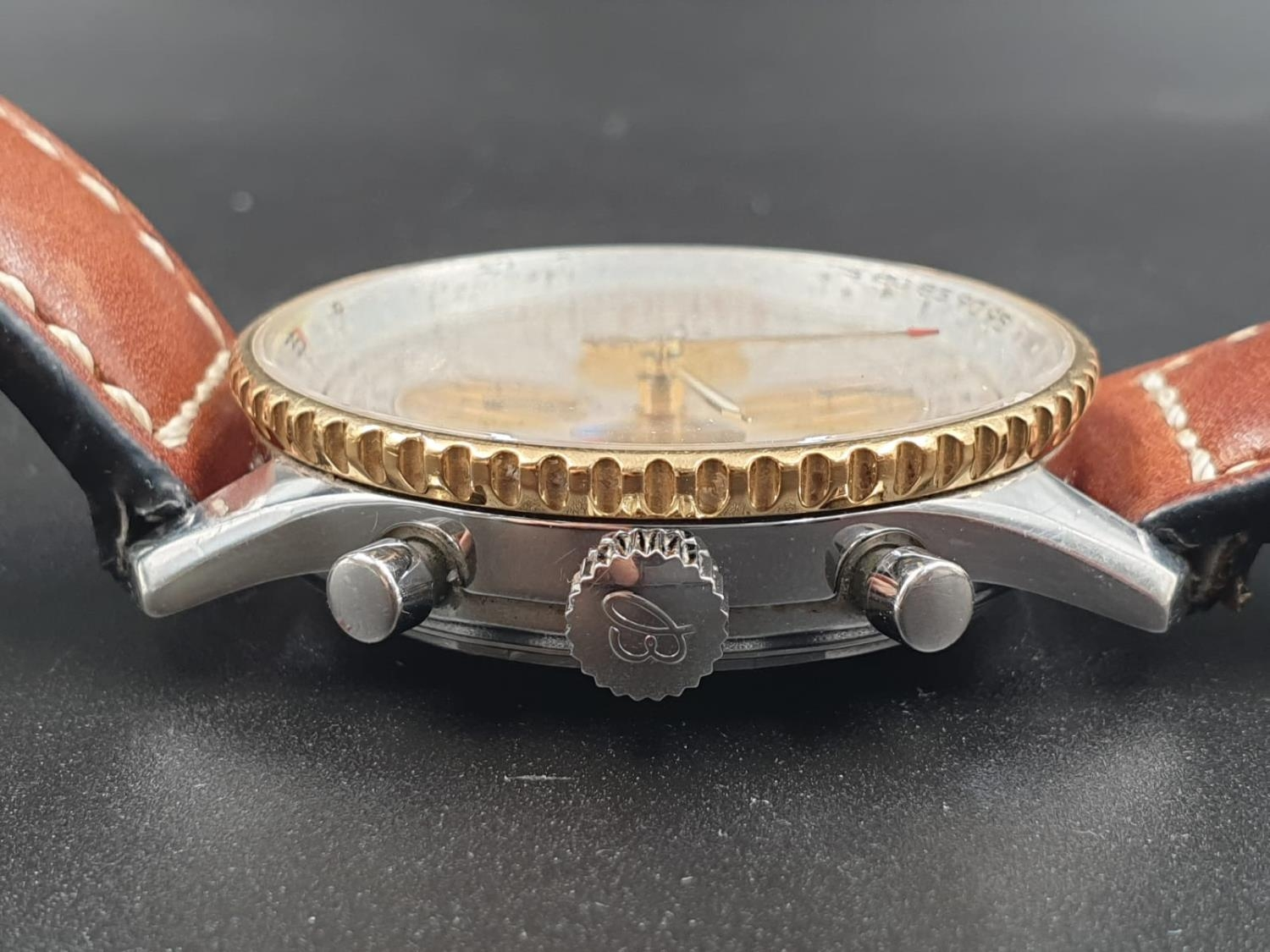 A BREITLING NAVITIMER CHRONOMETER AUTOMATIC MOVEMENT ON A LEATHER STRAP. 42mm - Image 9 of 10