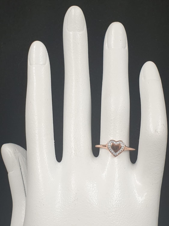 9K ROSE GOLD DIAMOND SET HEART RING WEIGHT 1.3G SIZE N - Image 6 of 6