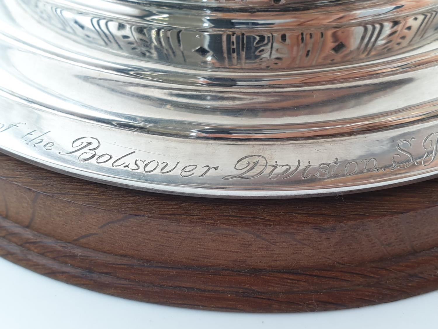 Mappin and Webb Silver Rose Bowl (1938). Pierced Decoration, Oak Stand and Wire Web Top. Inscription - Image 8 of 12