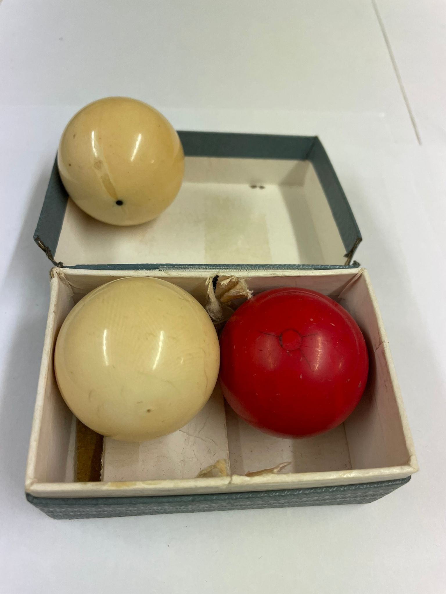 Antique ivory snooker billiard balls x3