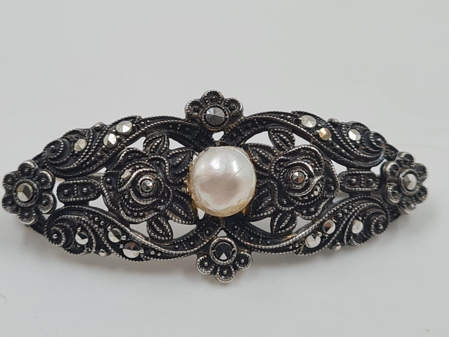 2 Silver Marcasite Brooches. One with a large Hamethyst the other a Pearl. 4cm. 18g total weight. - Image 4 of 5