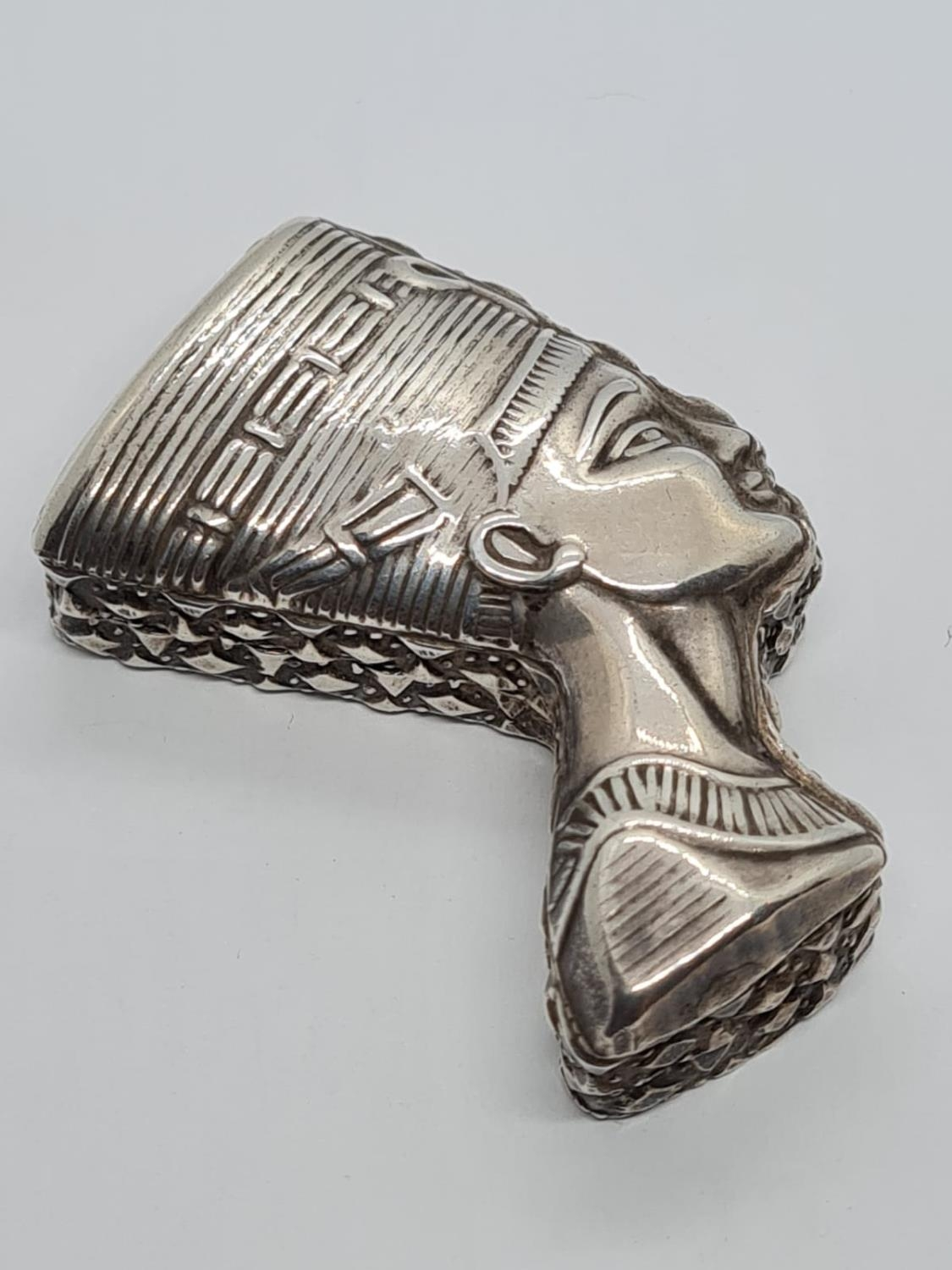 Novelty Islamic Silver Pill Box. In the form of Egyptian Nefertiti. 5.1 cm. 29g - Image 2 of 5