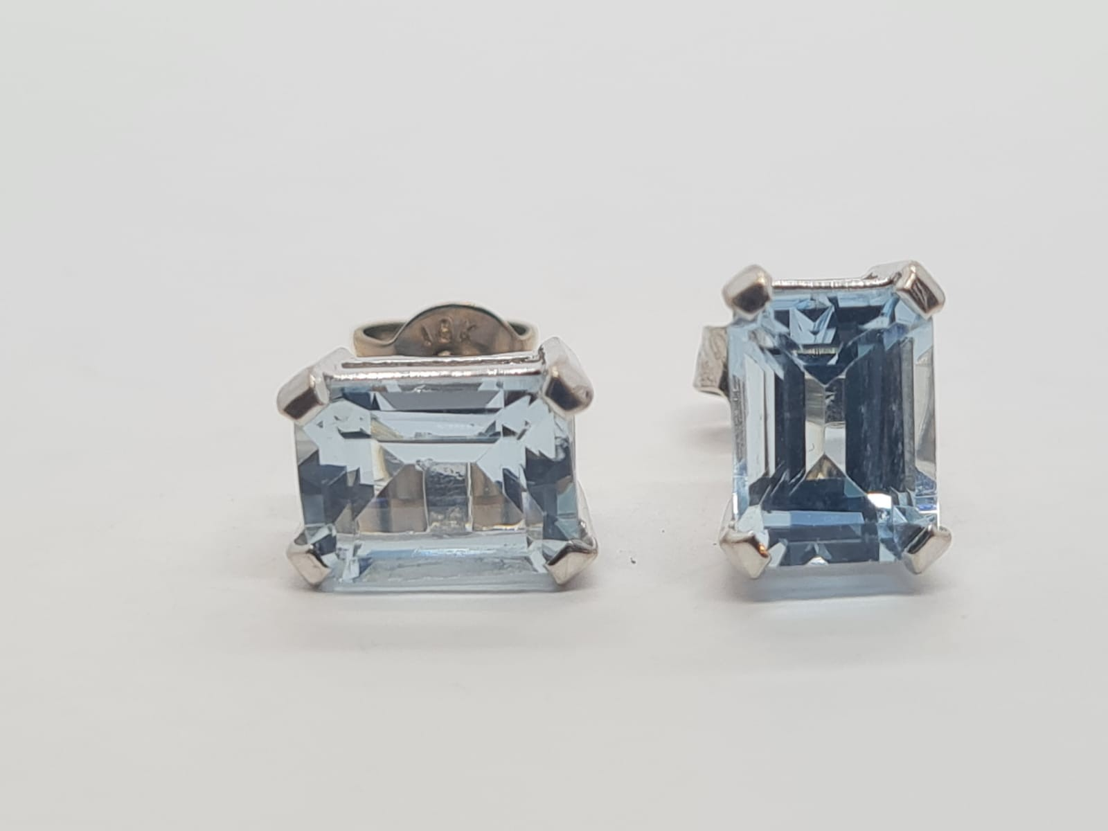 Pair of aquamarine stud earrings set in 18k white gold, weight 3.3g - Image 2 of 4