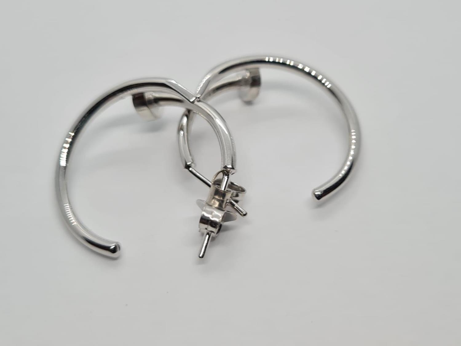 PAIR OF 9CT WHITE GOLD CARTIER STYLE EARRINGS, WEIGHT 5.5G - Image 3 of 4