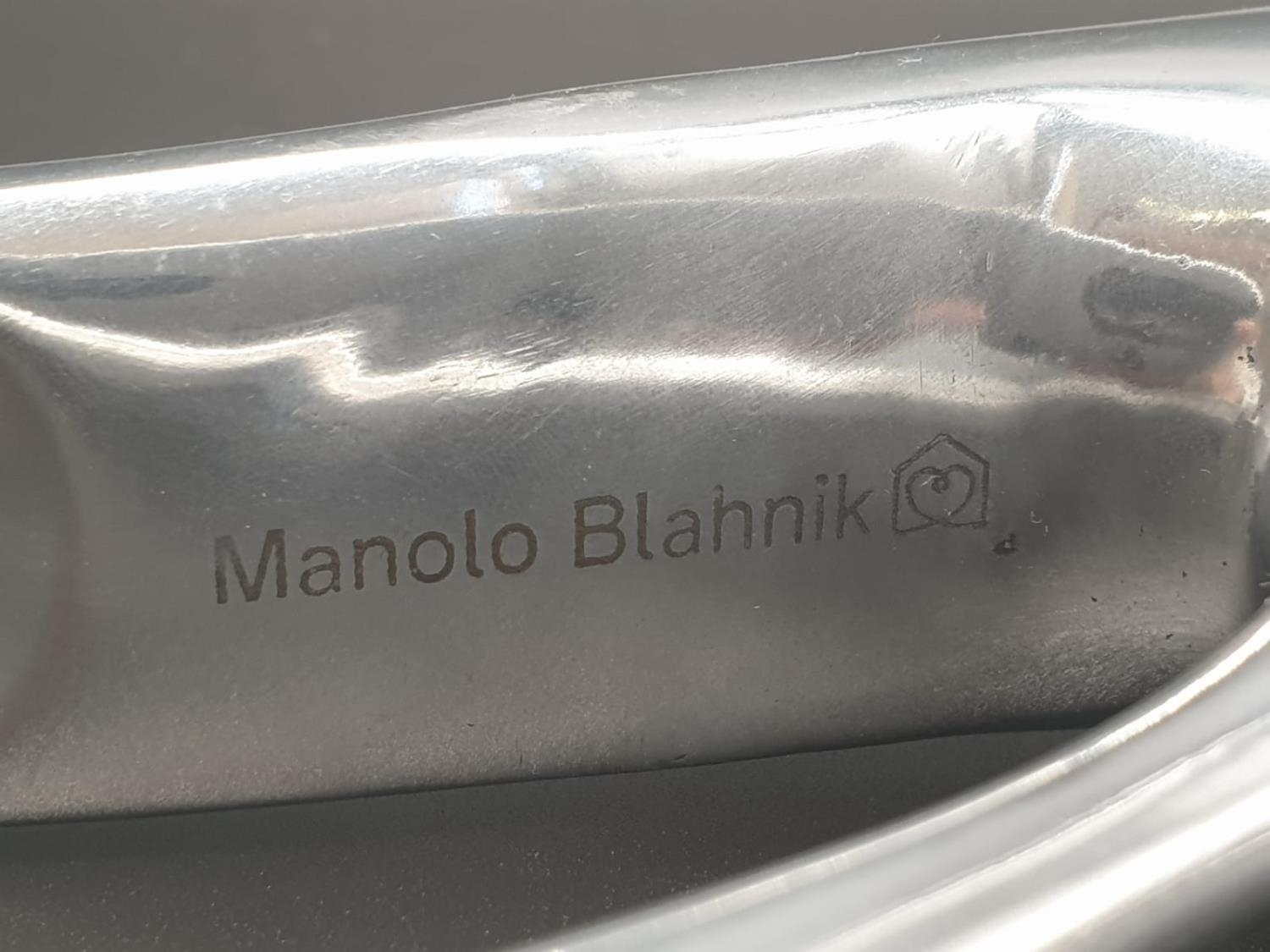 A rare Aluminium shoe horn of large proportions designed and signed by Manolo Blahnik. Manuel ( - Image 9 of 10