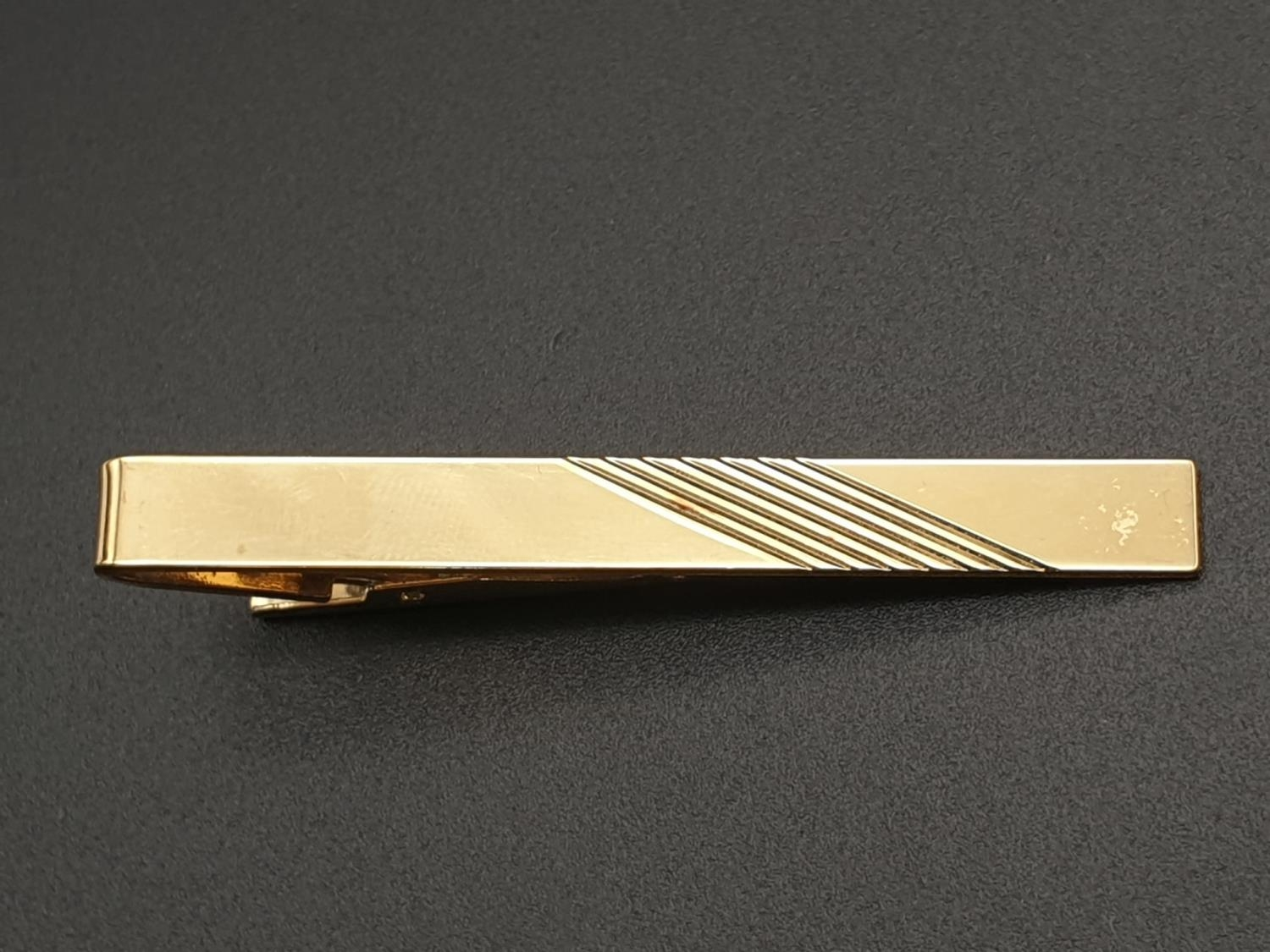 Pair of Duchamp Harlequin Cufflinks and a Gold Plated Stratton Tie clip - 6cm - Image 5 of 7