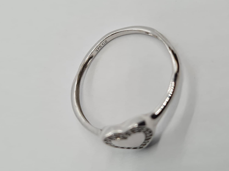 9K WHITE GOLD DIAMOND SET HEART RING WEIGHT 1.3G SIZE N1/2 - Image 2 of 2