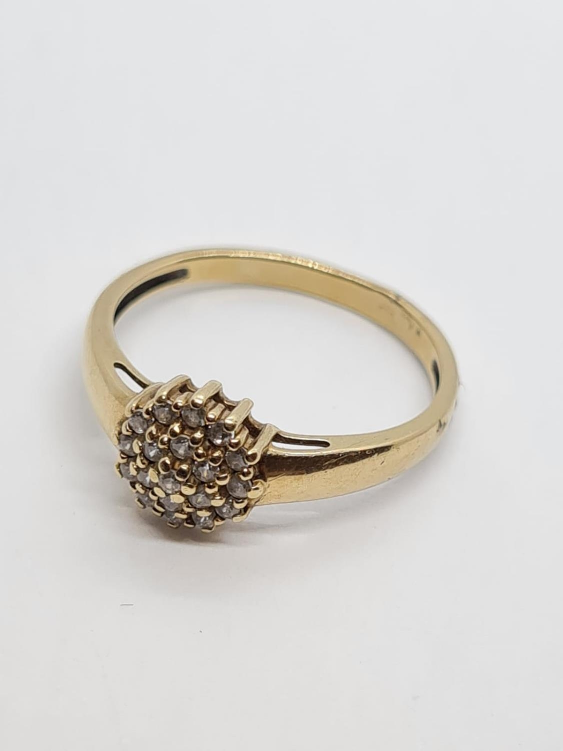 9K YELLOW GOLD CZ STONE SET CLUSTER RING WEIGHT 1.7G SIZE M