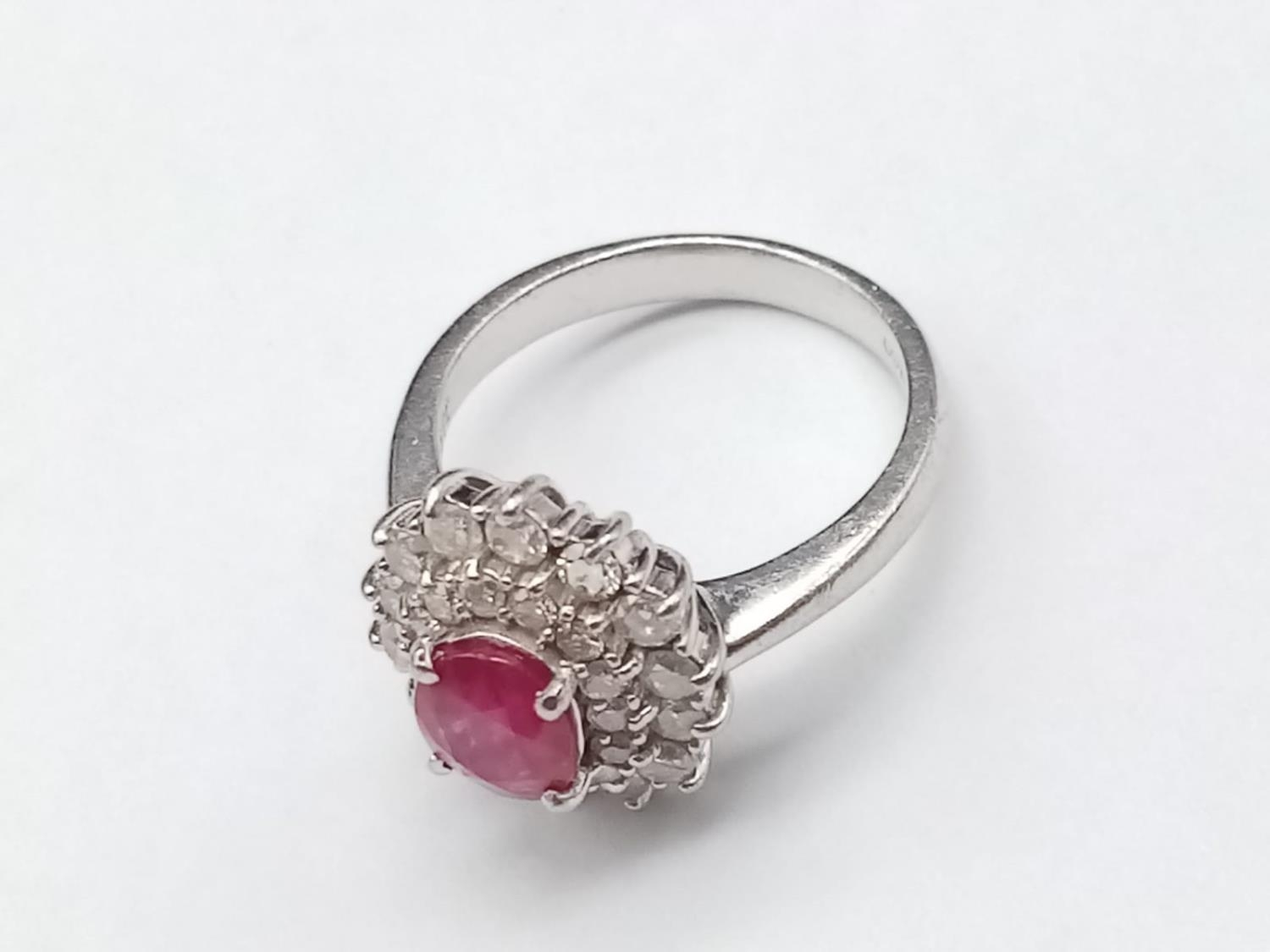 A PLATINUM RING WITH PINK RUBY CENTRE STONE WITH DIAMOND SURROUND. 6.5gms size K/L - Image 2 of 7