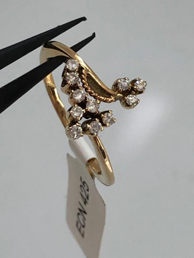 14k yellow gold diamond (0.11cts) ring 2.7g size M;