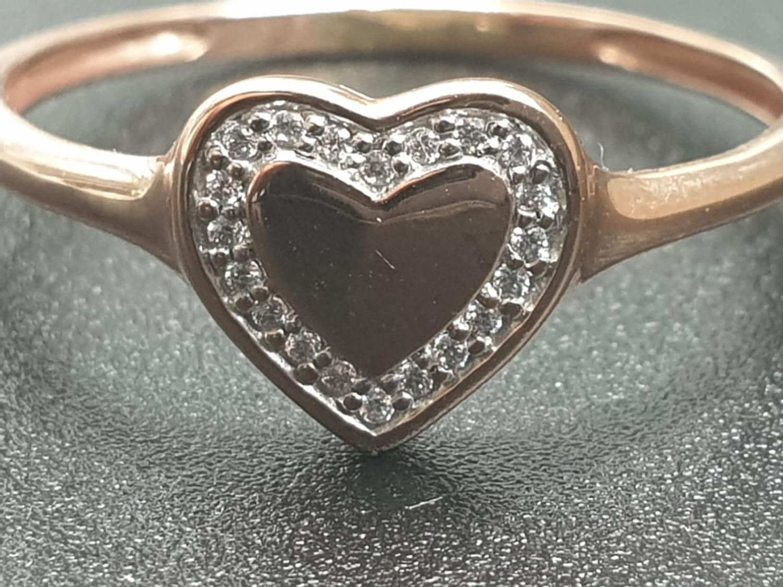9K ROSE GOLD DIAMOND SET HEART RING WEIGHT 1.3G SIZE N - Image 2 of 6