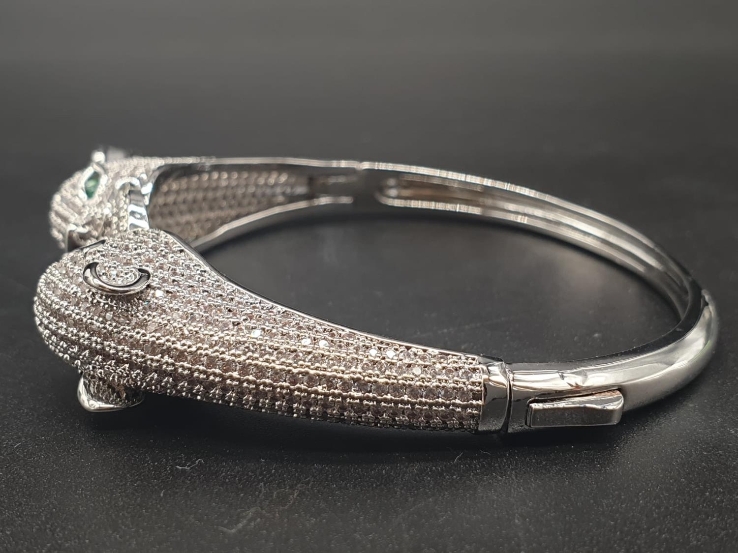 A white metal (untested) Cartier Panther style bracelet and earrings set In a presentation box. Ring - Image 5 of 15