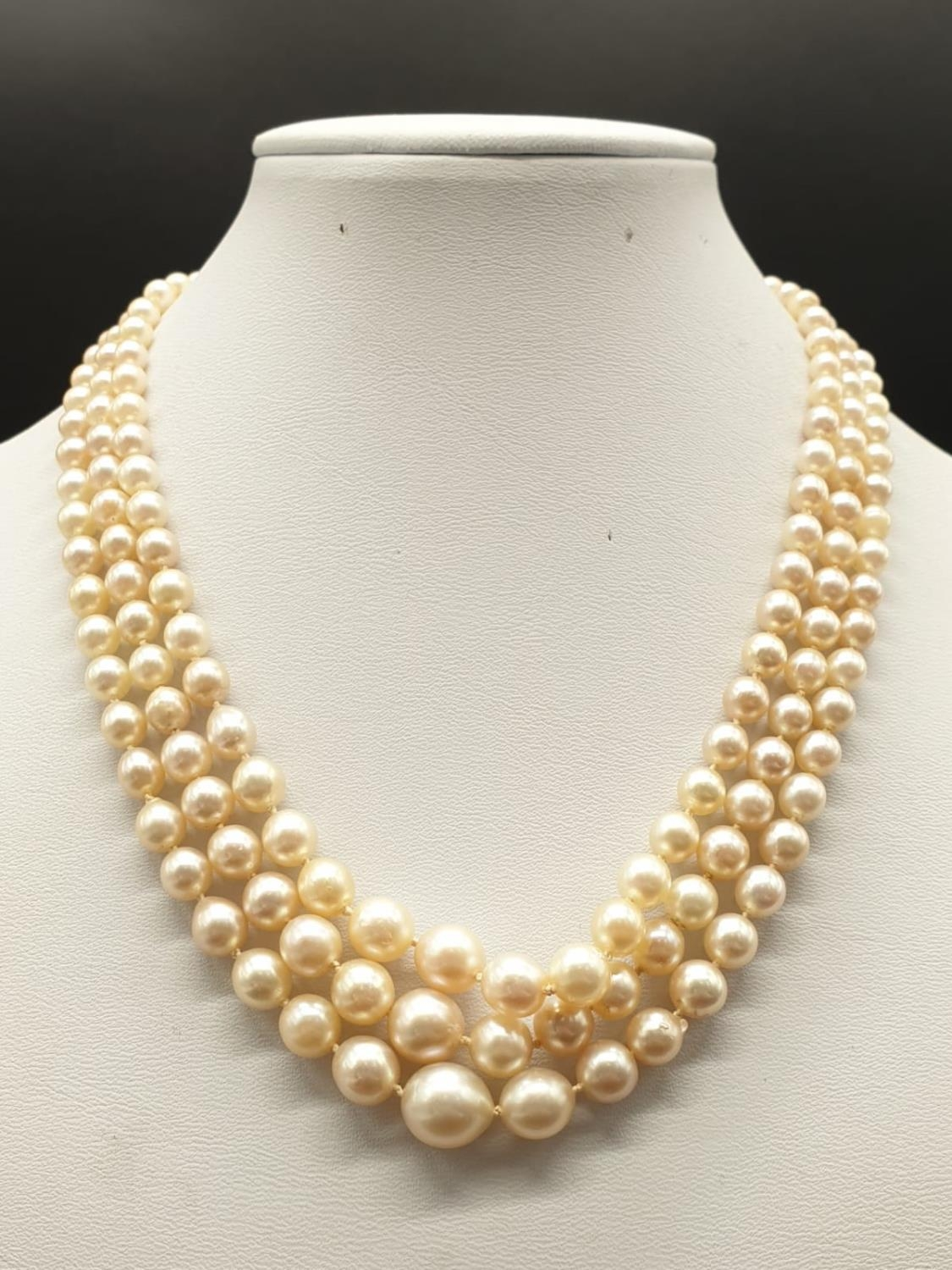 A 3 ROW GRADUATED PEARL NECKLACE WITH PLATINUM AND DIAMOND CLASP 48gms and 18cms in length - Image 2 of 6