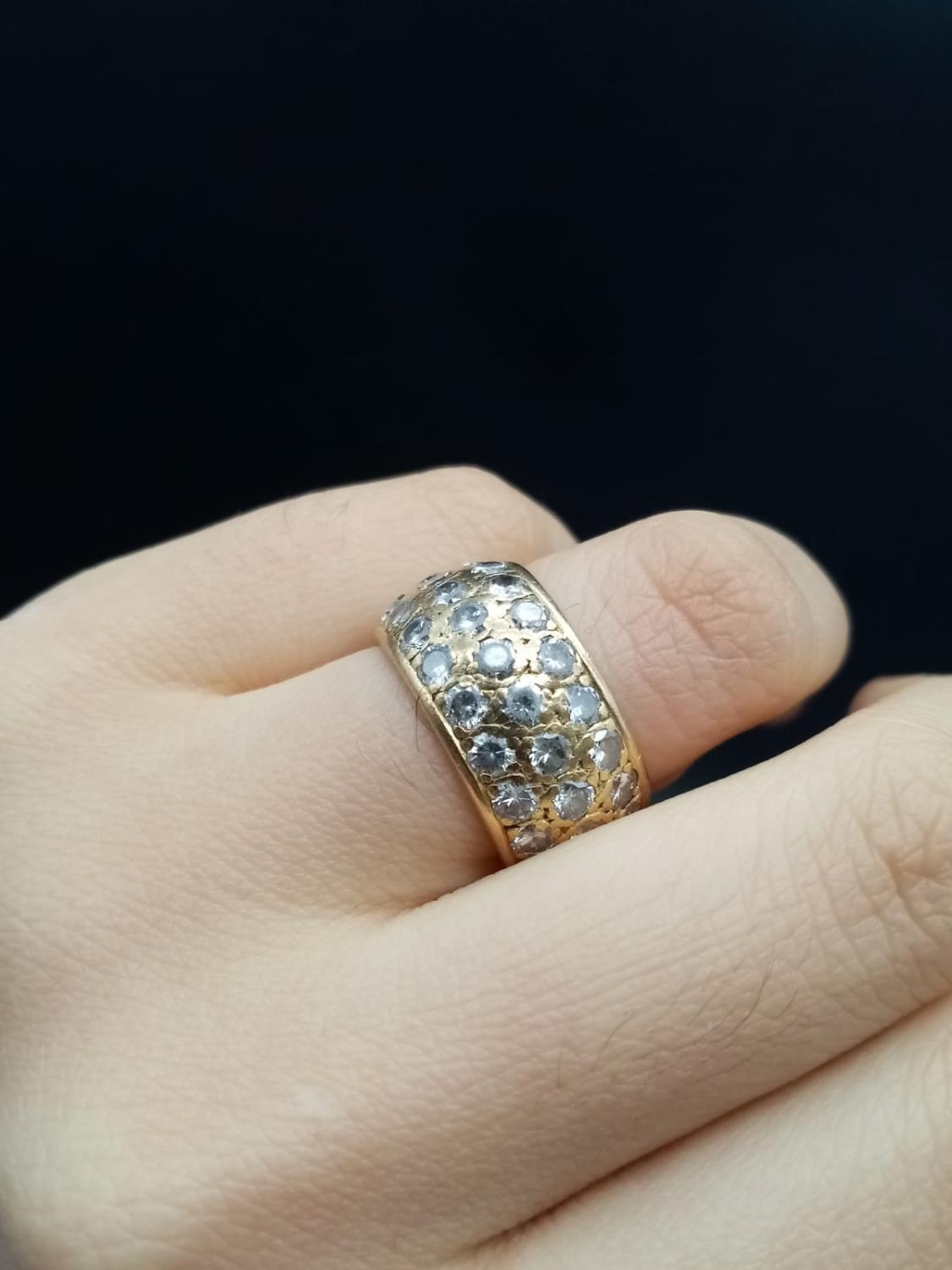 AN 18K ROSE GOLD BAND RING ENCRUSTED WITH DIAMOND STONES (APPROX 4CT) 10.3gms size k/l - Image 5 of 7