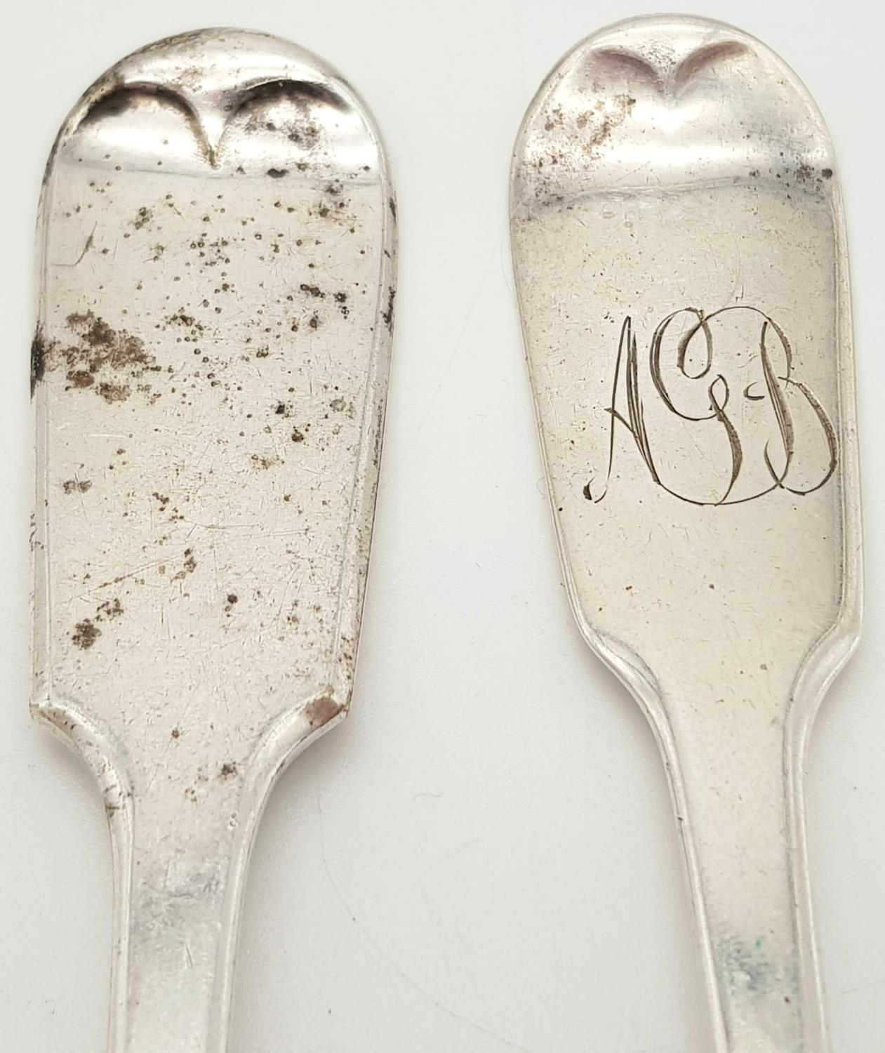 2x Victorian monogramed forks plus fish slide (3) Total weight 266.8g - Image 5 of 5