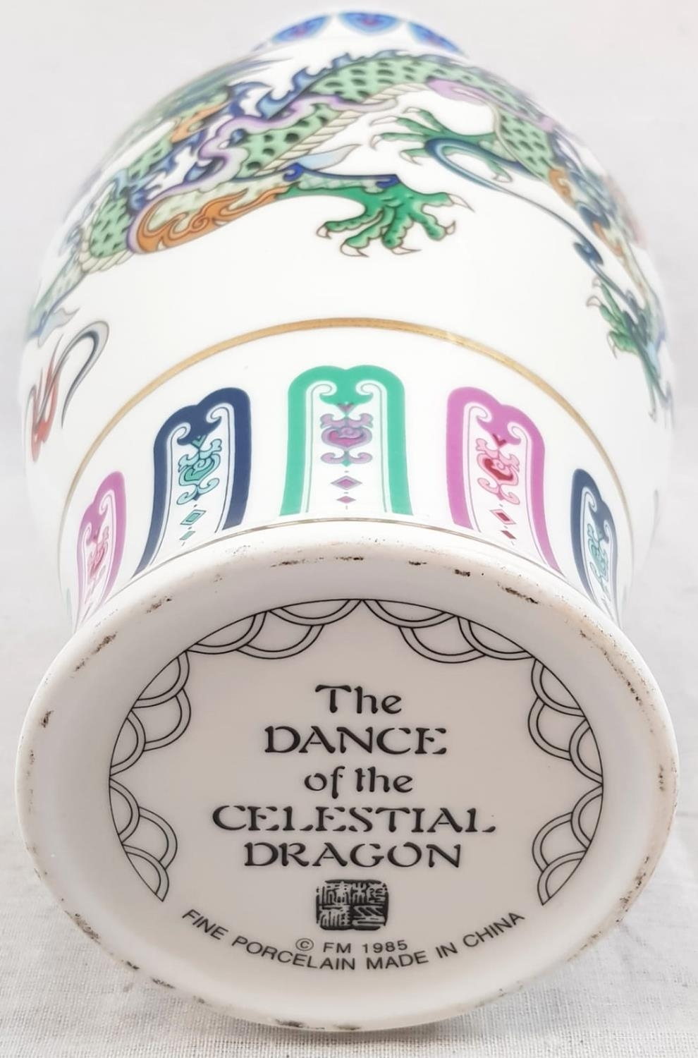 Chinese Porcelain Dragon Vase - The Dance of the Celestial Dragon. 27cm tall - Image 5 of 5