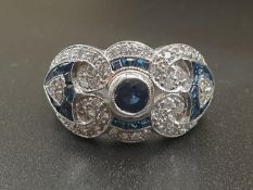 AN ART DECO STYLE 18K WHITE GOLD DIAMOND AND SAPHIRE RING. 7.2gms and SIZE N/O