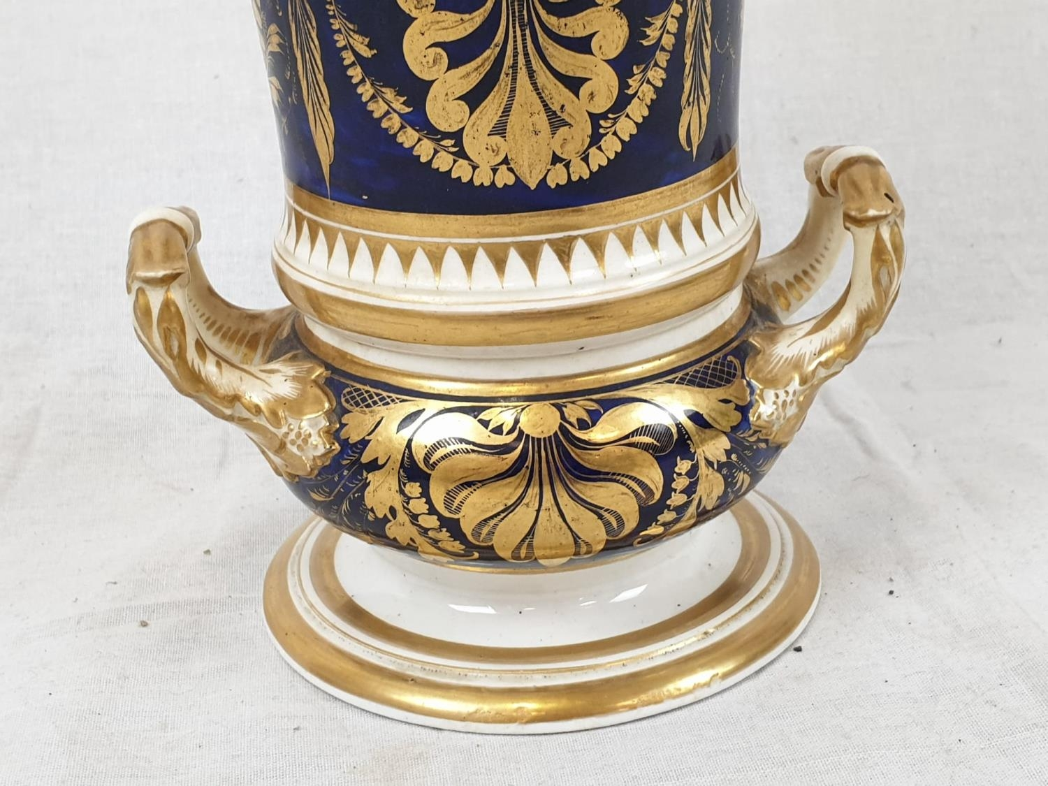 Royal Derby (Crown): In Spain Vase. Spanish 1830. Beautifully Decorated but damaged firing cracks. - Image 4 of 11