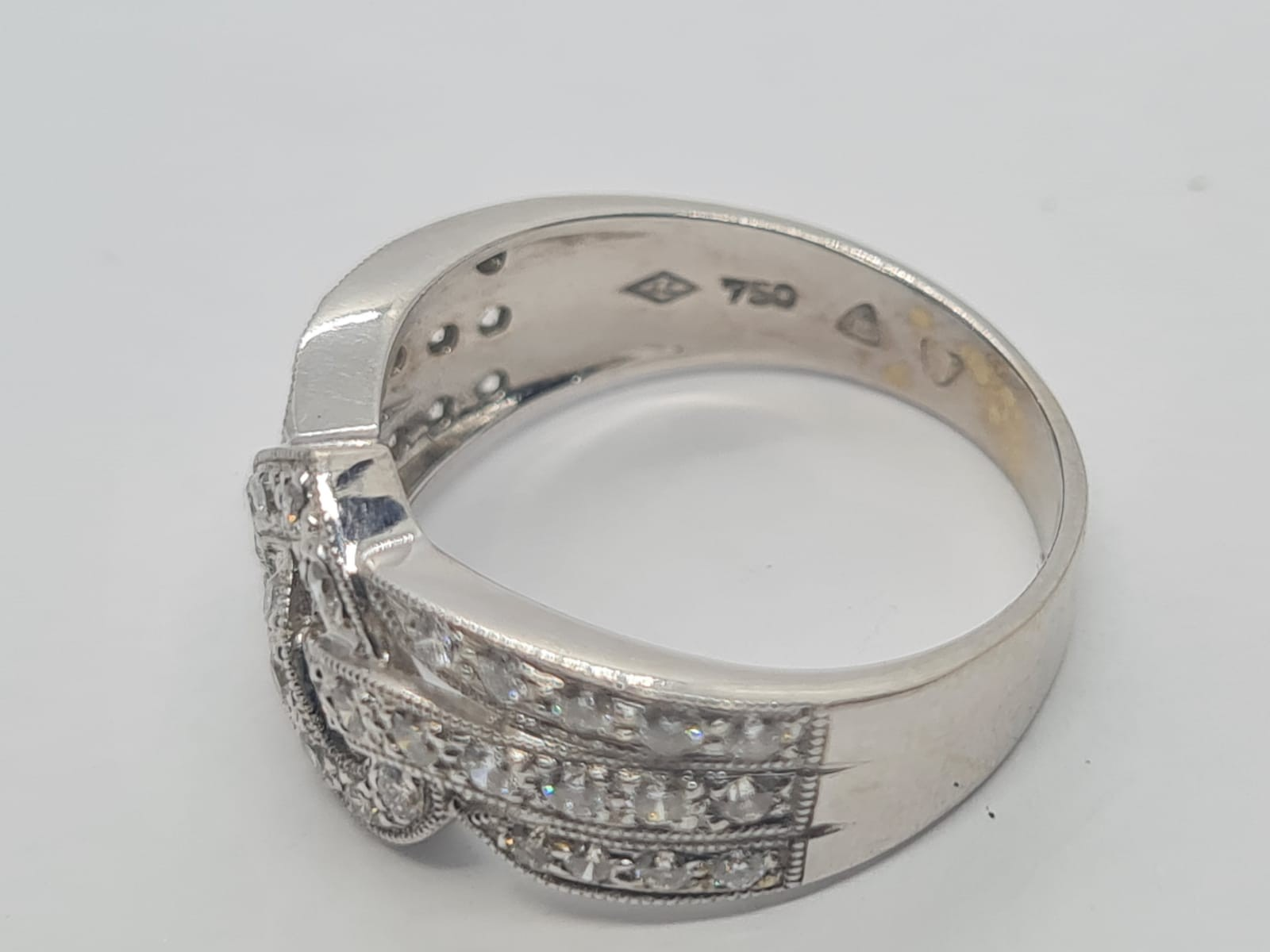 18k white gold heart design diamond ring, weight 4.4g and size L and approx 1ct diamonds - Image 4 of 4