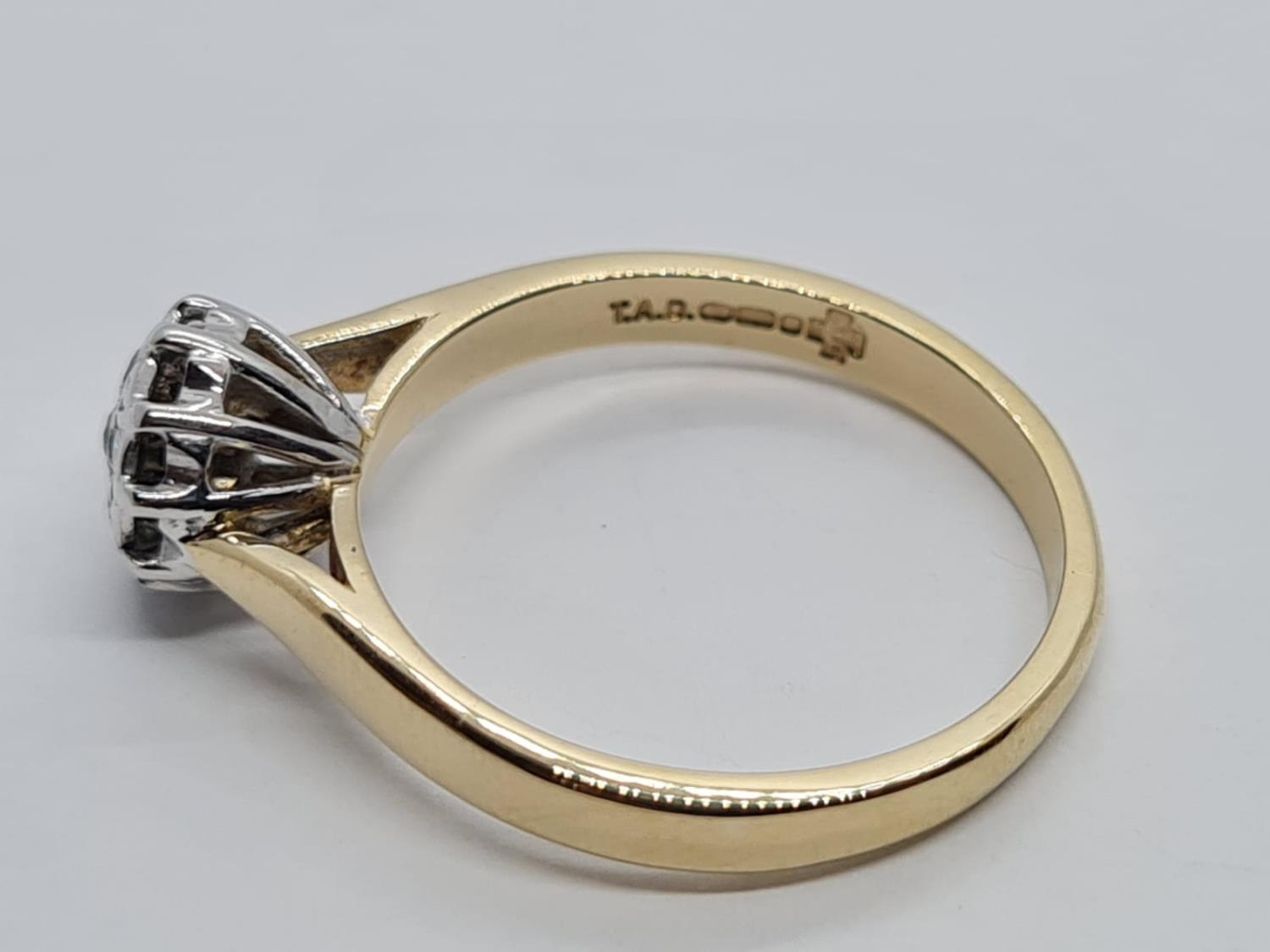 9K YELLOW GOLD DIAMOND SET CLUSTER VINTAGE RING 0.15CT DIAMONDS APPROX WEIGHT 2.6G SIZE N - Image 3 of 5